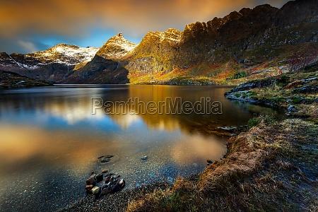 landschaft lofoteninseln sonnenuntergang schoene aussicht berge
