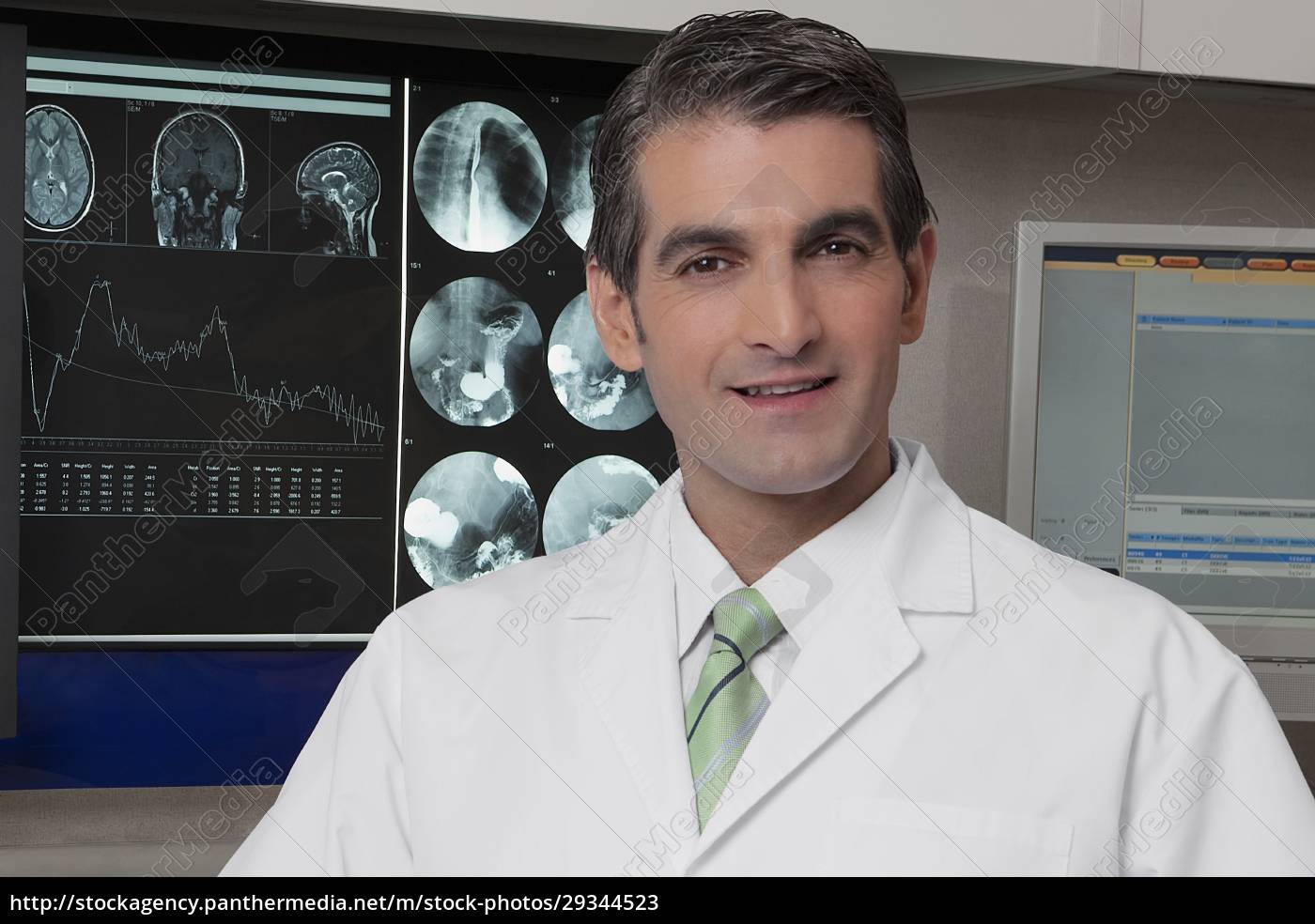 portrait, of, a, doctor, smiling - 29344523