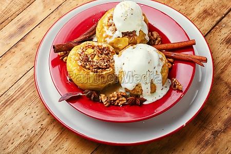 obst dessert gebackene AEpfel