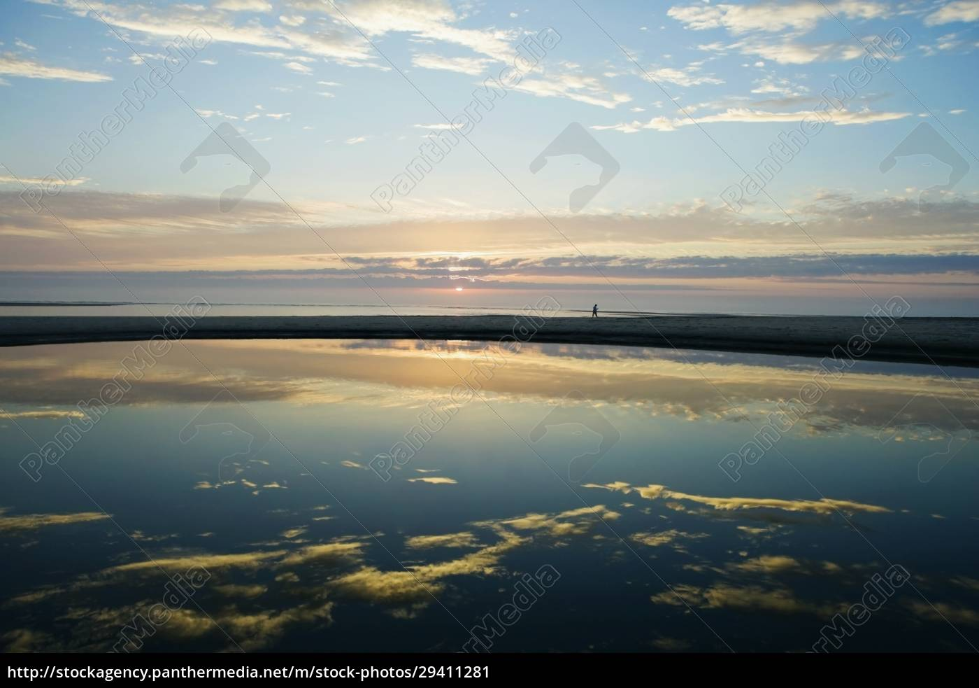reflection, of, clouds, in, water - 29411281