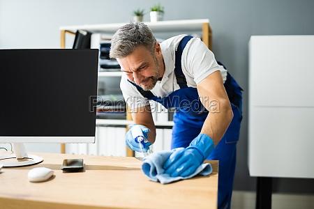 professioneller arbeitsplatz janitor service