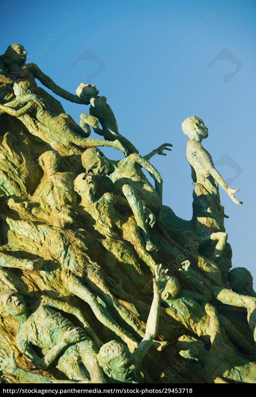 niedrige, winkelansicht, einer, skulptur - 29453718
