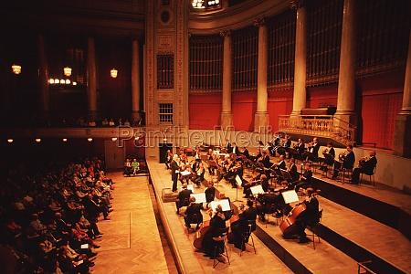 hochwinkelansicht von konzertmusikern hofburg konzertorchester hofburg