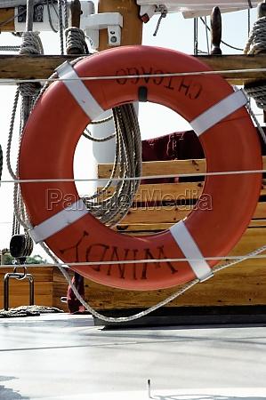 nahaufnahme, eines, orangefarbenen, rettungsgürtels, auf, einer - 29507227