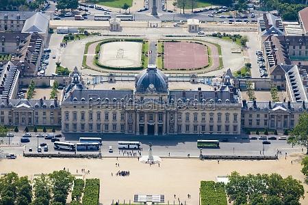 luftaufnahme eines regierungsgebaeudes ecole militaire paris