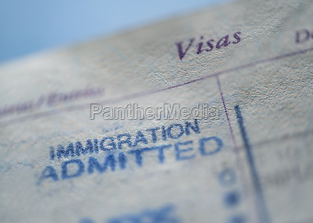 nahaufnahme des einwanderungsvisums im reisepass