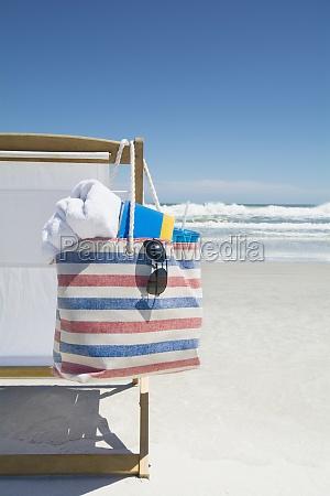 tasche auf strandkorb