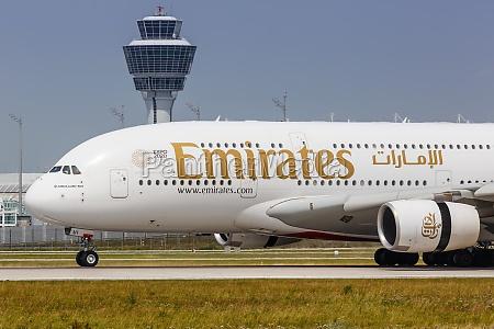 emirates airbus a380 800 flugzeug flughafen
