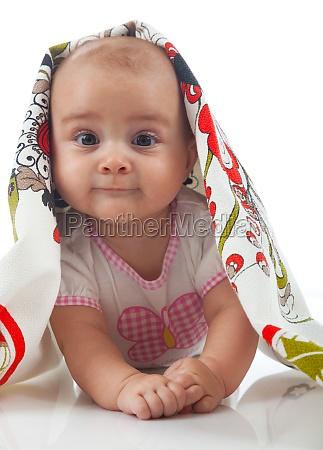 das baby unter einem handtuch alter