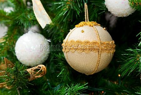 weihnachtsball auf weihnachtsbaum