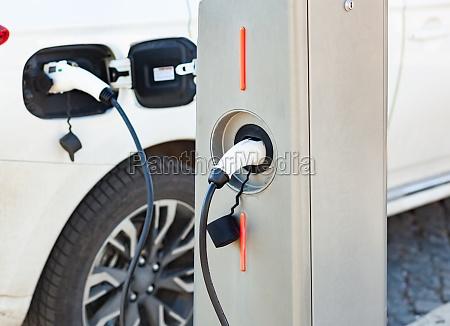 stromversorgung fuer das laden von elektroautos