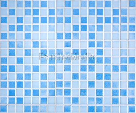 blau gefaerbte mosaikfliesen