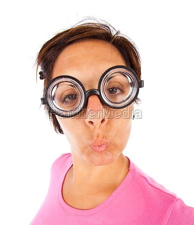 frau mit dicker brille