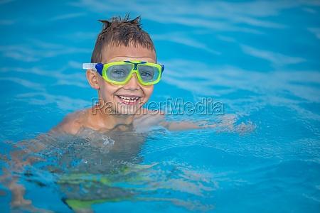 netter, kleiner, junge, in, einem, schwimmbad - 29651176