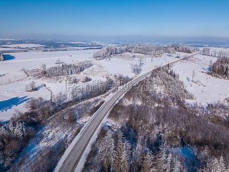 luftaufnahme der winterhochlandlandschaft