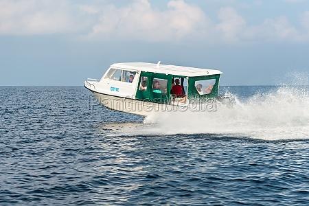 speedboat kreuzfahrt im meer