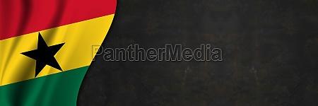 ghana flagge auf betonwand banner mit