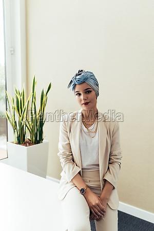 portraet der geschaeftsfrau im amt