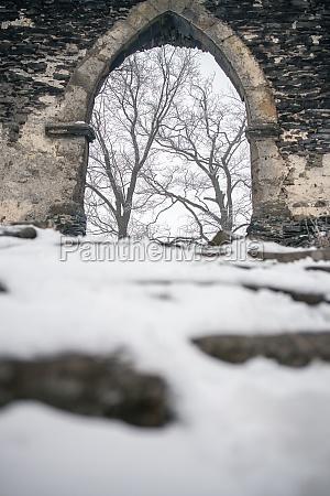 herrliches und geheimnisvolles mittelalterliches schloss