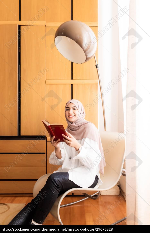 junge, muslimische, frau, lesen, buch - 29675828