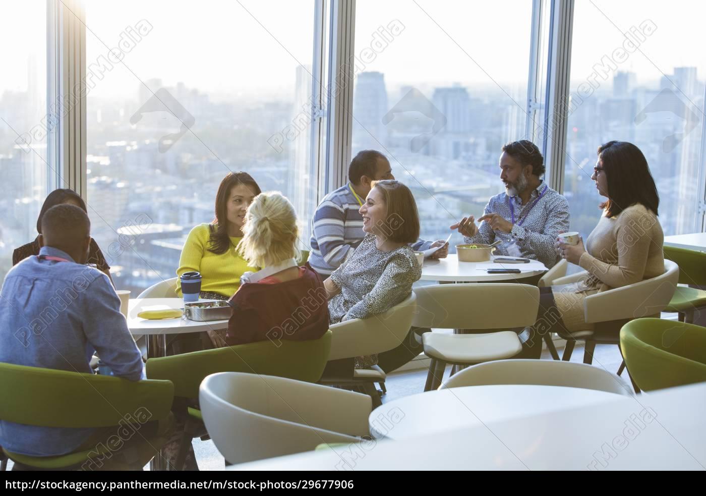 geschäftsleute, essen, mittagessen, und, geselligkeit, in - 29677906