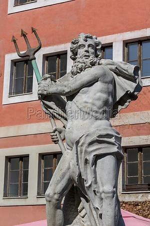 barocker neptunbrunnen am unteren marktplatz goerlitz