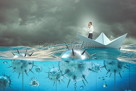 mann auf einem papierboot im meer