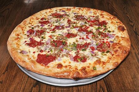 wurst pfeffer und zwiebel pizza