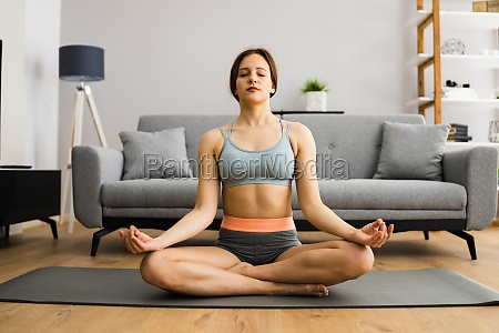 gesunde yoga fitness meditation frau
