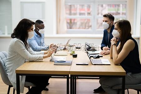 gruppe von corporate business people meet