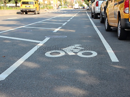 single unprotected cyclist lane auf der