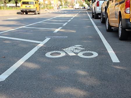 single, unprotected, cyclist, lane, auf, der - 29743850