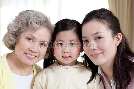 chinesische familie geniesst das leben zu