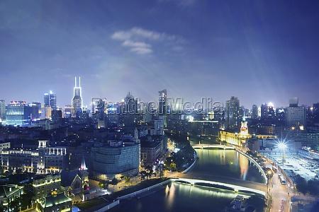 shanghais wunderschoene nachtszene