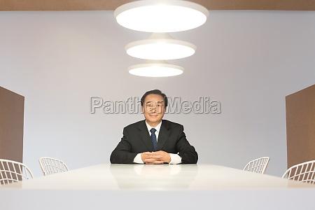 chinesische profis die im buero arbeiten