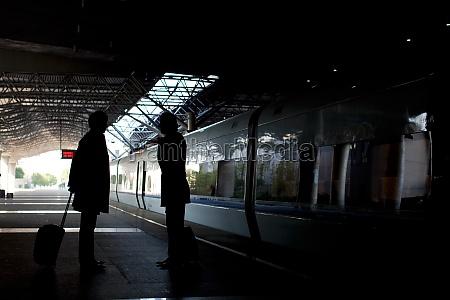 reisereisepassagiere asiatische asien hintergrundbeleuchtung station
