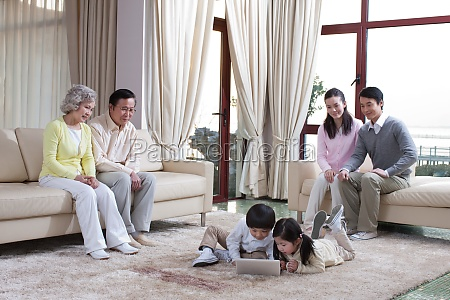 orientalische figuren asiaten tagsueber maedchen schwiegertochter