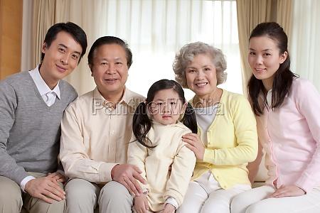 frauen familienfoto grosseltern orientalische figuren der