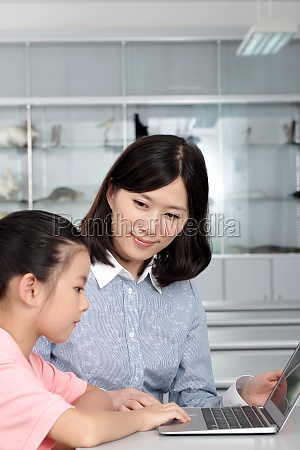 laptop t shirt autoritaet grundschule kind