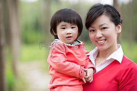 warme familie zuneigung erwachsene frauen kindheit