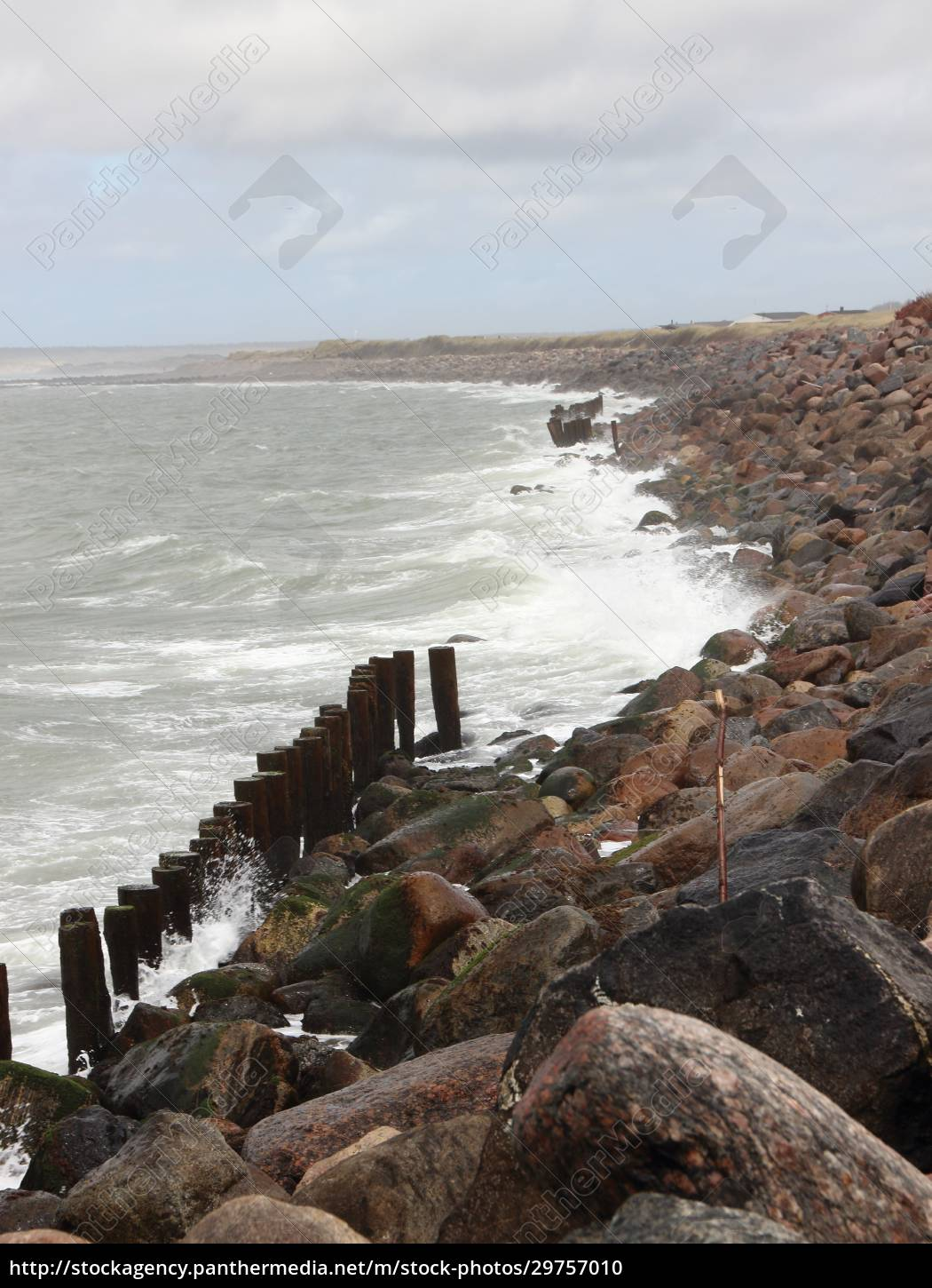 coastline, with, silent, water, and, breakwater - 29757010