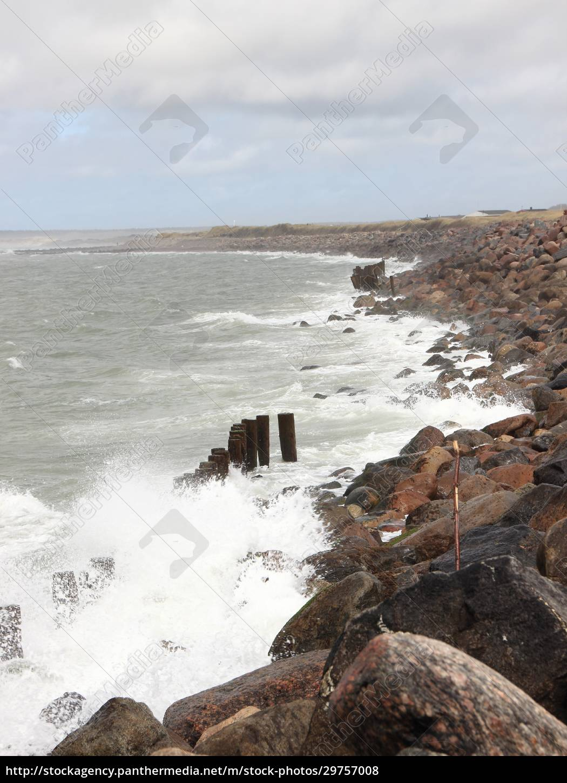 crashing, waves, against, black, rocks, at - 29757008