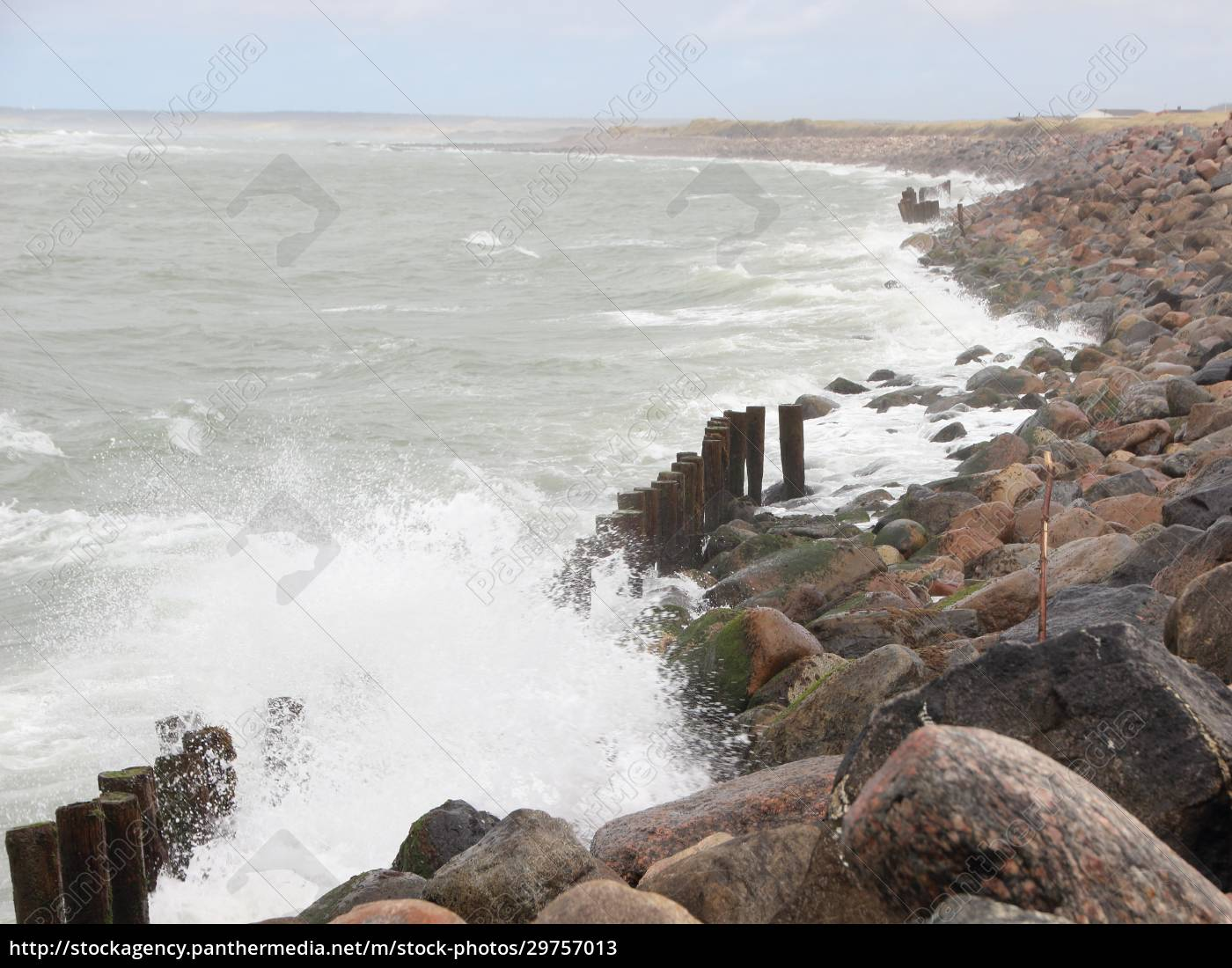crashing, waves, against, black, rocks, at - 29757013