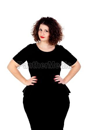 schoene kurvige maedchen mit schwarzem kleid