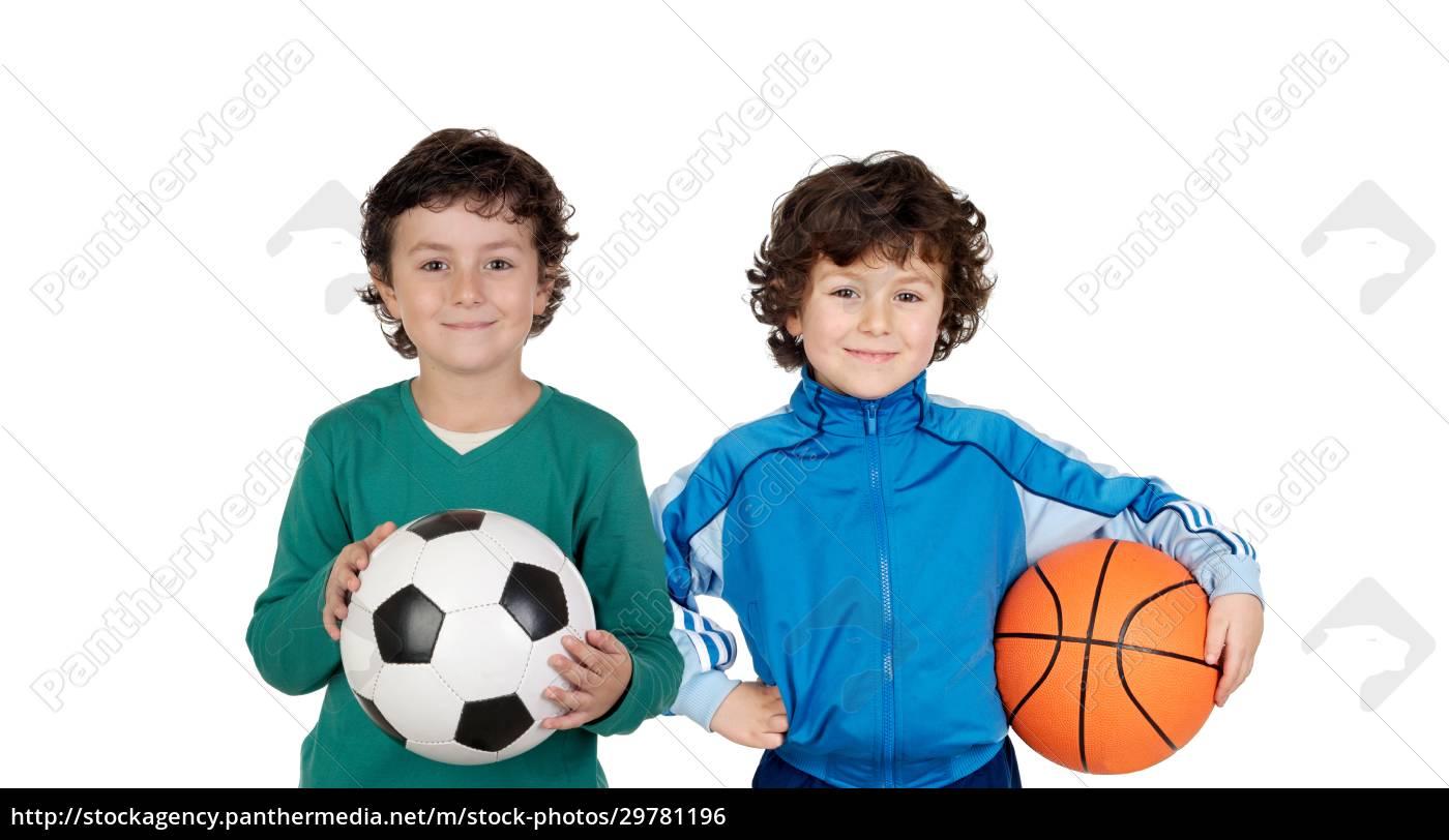 klassenkameraden, mit, fußball, und, korbbällen - 29781196