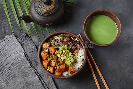 suess wuerzig knusprig und gebratener tofu