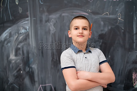 portraet des kleinen jungen vor der