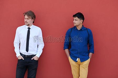 portraet von multiethnischen startup business maennern