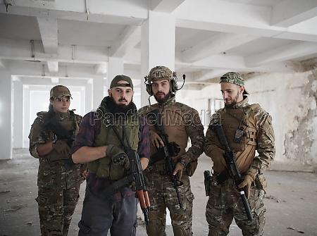 soldaten kader team portraet in staedtischer