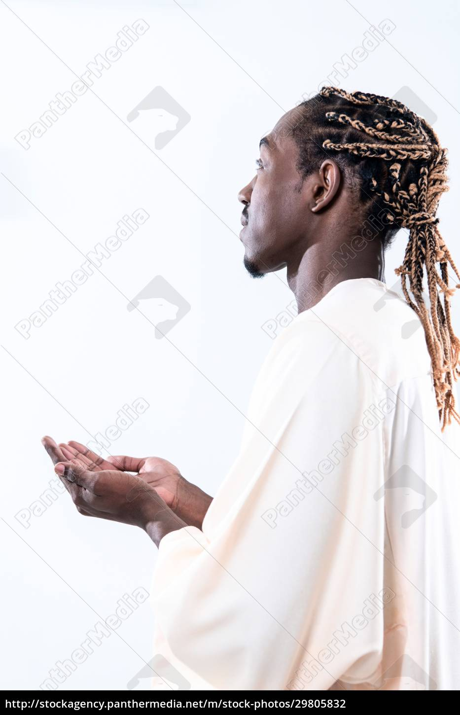 african, man, pray, to, allah - 29805832